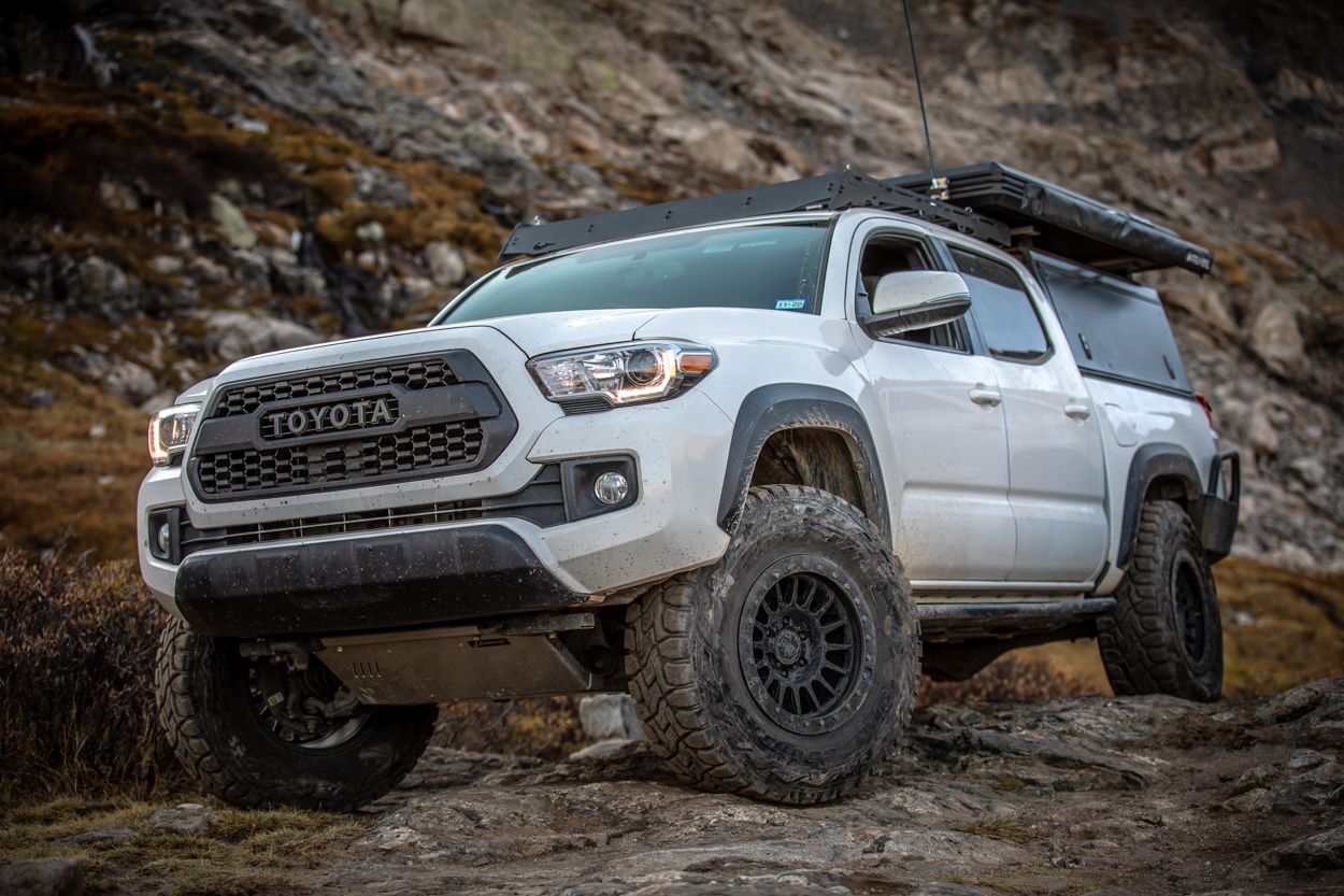 """3rd Gen Tacoma with 34"""" Toyo Open Country R/T and RRW RR6-H Wheels"""