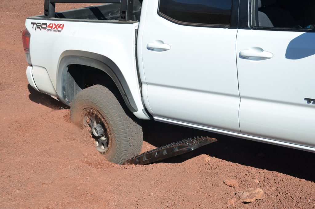 Off-Road Recovery Board Testing in Loose Sand & Rock