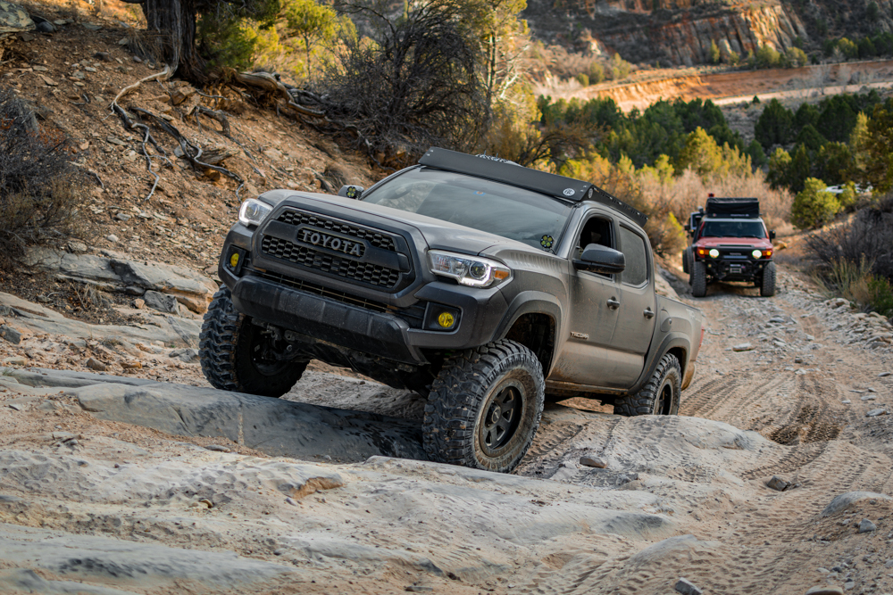 Lifted 3rd Gen Tacoma with AL Offroad Aluminum Roof Rack & High Clearance Front Bumper Viper Cut
