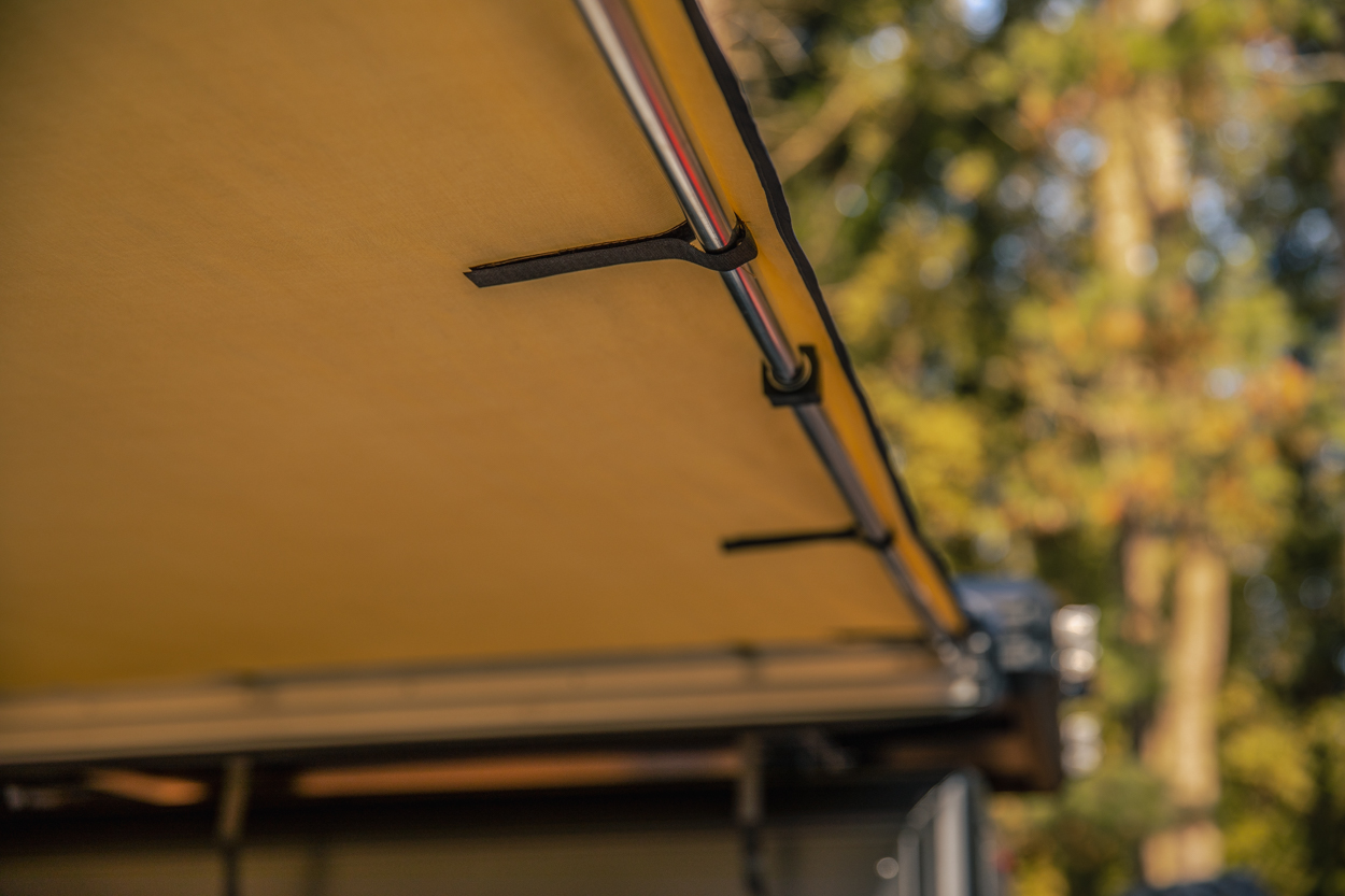 AreaBFE Awning on Black Series Hard Shell Clam Shell RTT