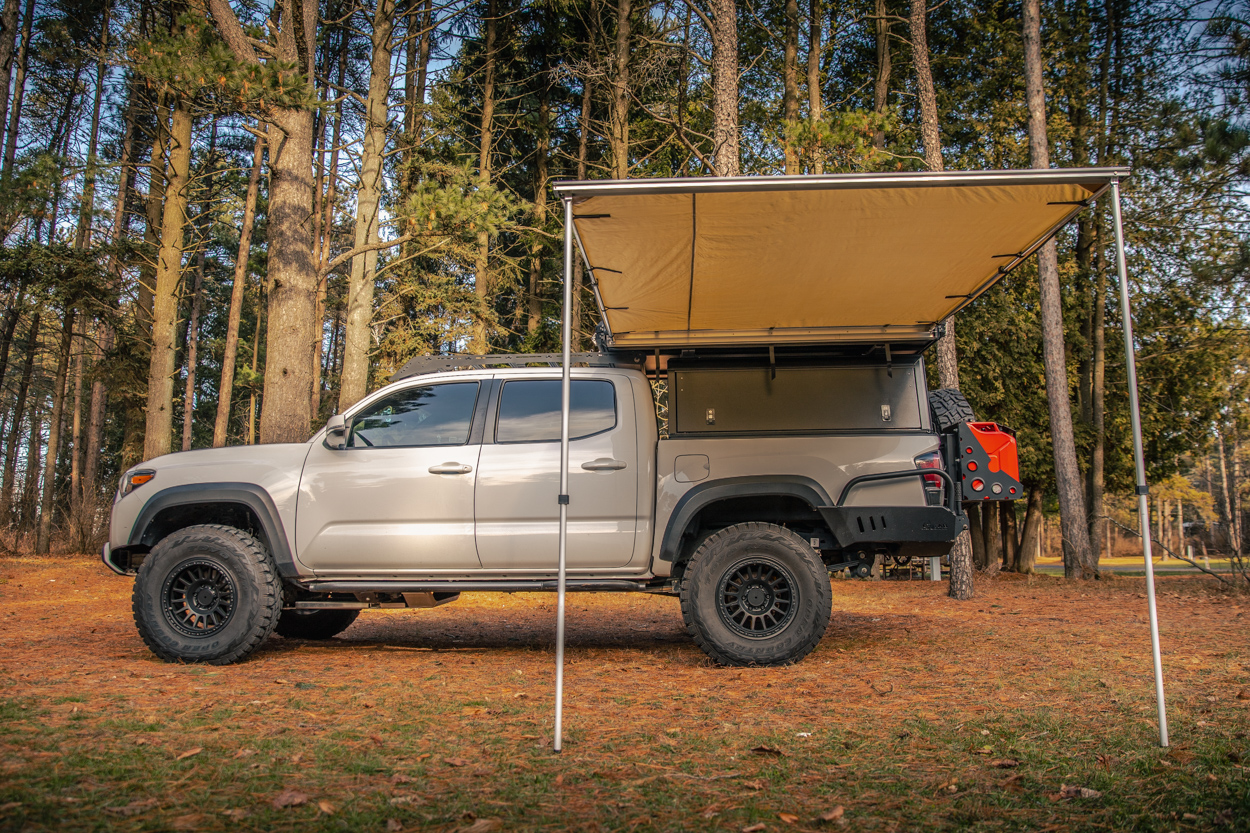 3rd Gen Tacoma with AreaBFE Universal Awning and Prinsu Roof Rack
