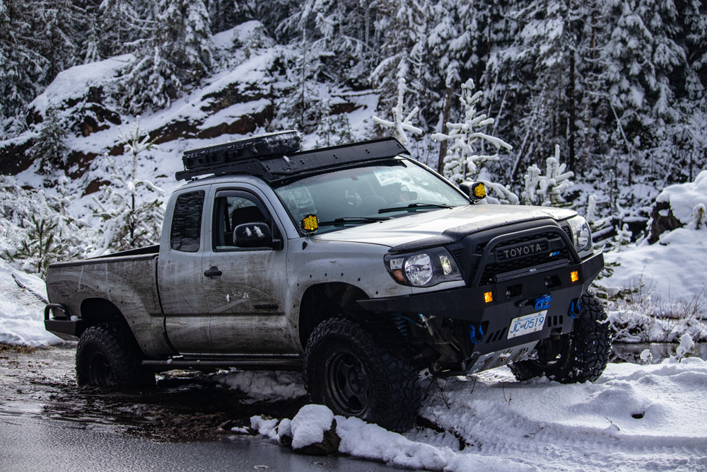 2nd Gen Access Cab Tacoma with Vivid Offroad LED Lights & Prinsu Roof Rack