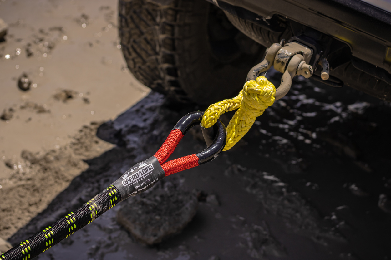 Offroading Gear Kinetic Recovery Rope Hooked Up to Offroading Gear Synthetic Soft Rope Shackle