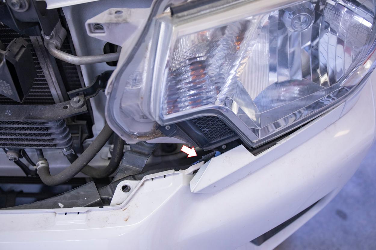 Unclip Lower Headlight Garnish