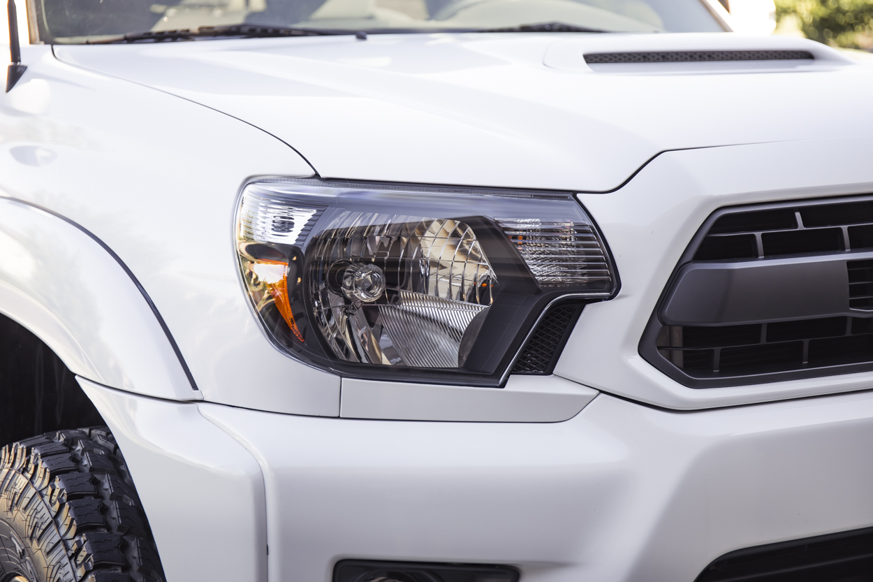 Blacked-Out Headlight Housings on 2nd Gen Tacoma