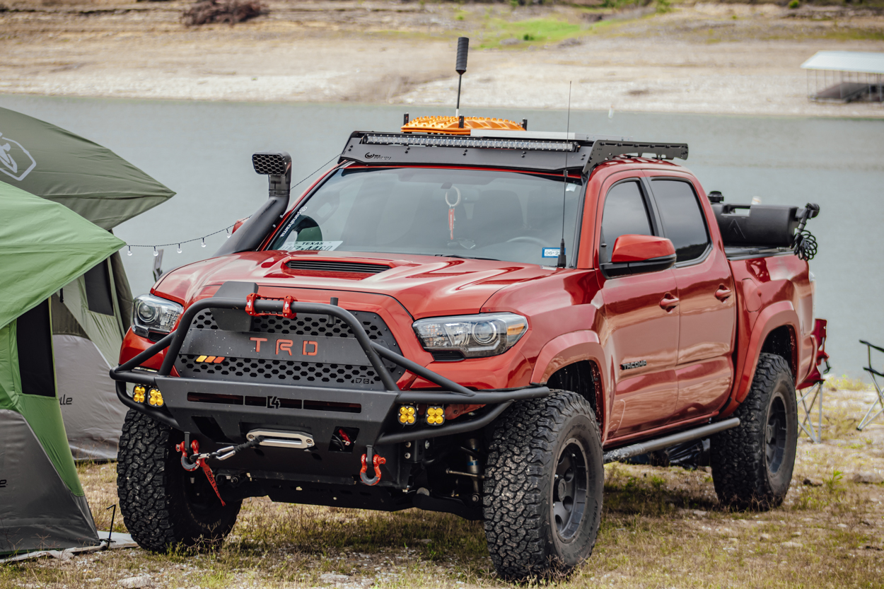 Lifted 3rd Gen Tacoma with C4 Hybrid Front Bumper & Agency 6 Shovel