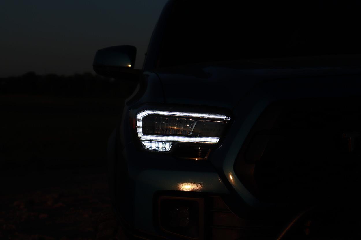 High Quality Aftermarket LED Headlight Housing Upgrade for Toyota Tacoma
